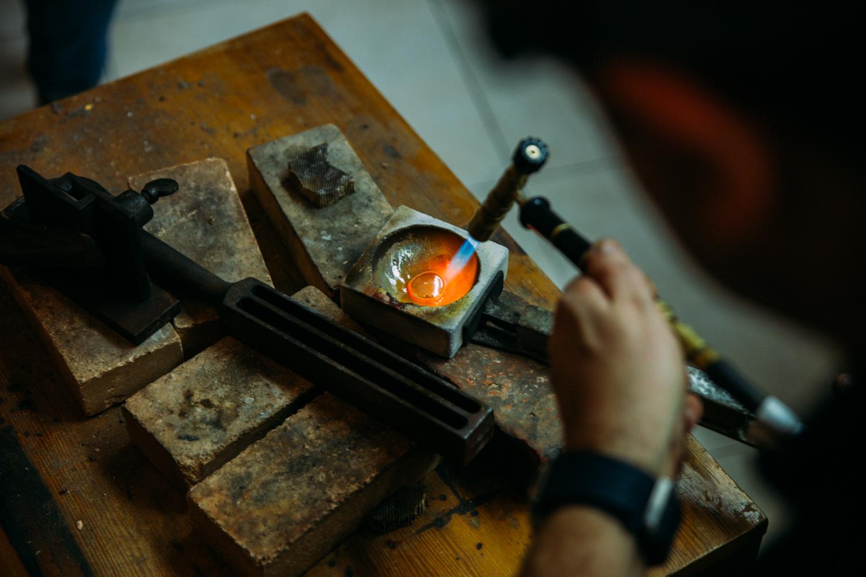 Dans l'atelier de la Fiancée du Bijoutier